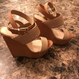 Jessica Simpson Tan and Gold Wedges